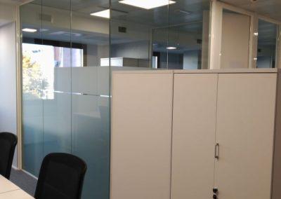 divisalia_mampara de vidrio para oficina_con vinilo_180 grados_broseta abogados_5