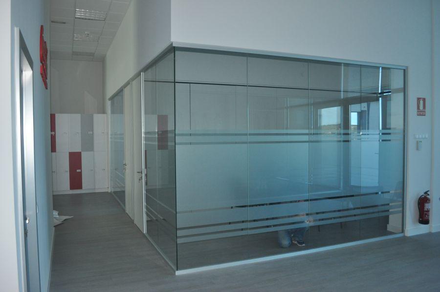 divisalia_mamparas de oficina de vidrio_er c c t_1