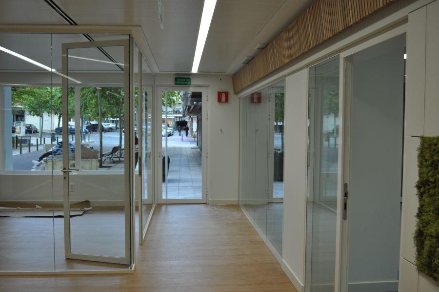 divisalia_mamparas de oficina de vidrio_puertas de paso_1