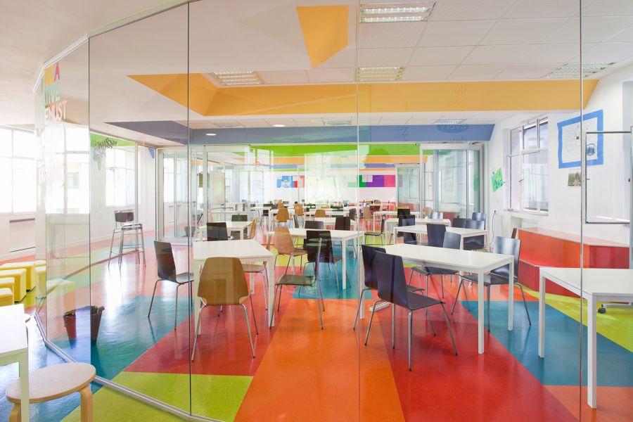 divisalia_mamparas para aulas de colegio en vidrio poligonal_1