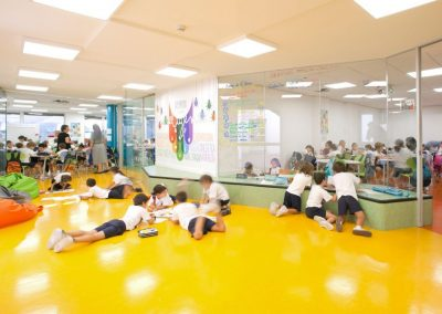 divisalia_mamparas para aulas de colegio en vidrio poligonal_2