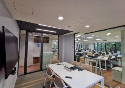 divisalia_mamparas para oficina de vidrio doble_puertas de paso_1